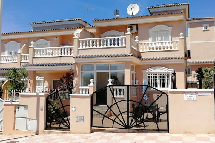 Villa with communal pool, AC, WIFI and near beach.