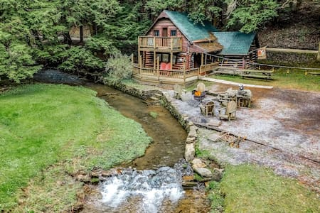 Stream Side Log Cabin perfect for Cherry Springs