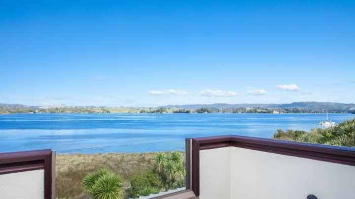 Executive Harbour Edge home with Views