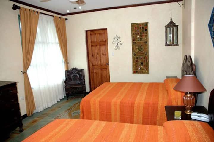 Tierra Magica B&B - Queen's Room