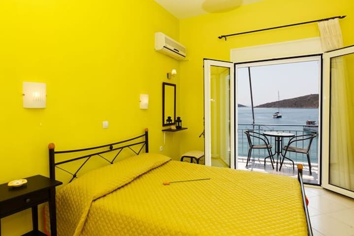 Holiday Apartment in the sea - Vivari - Appartement