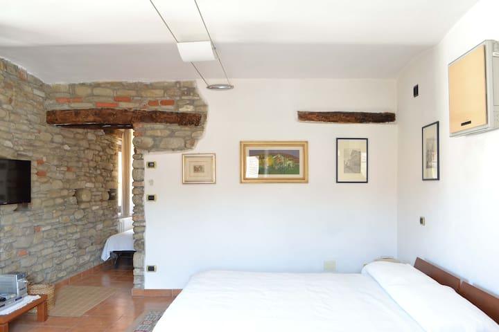 Grazioso appartamento nella piazza centrale - Monastero Bormida - Appartement
