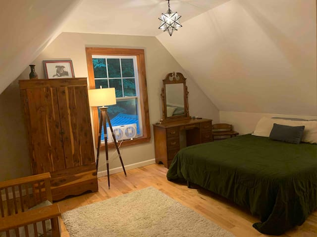 Private BR with private 1/2 bath 10min from Smuggs