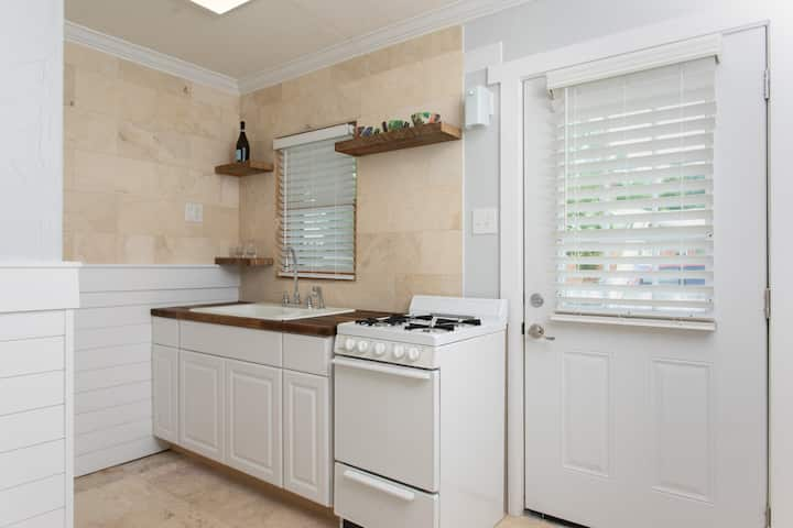 Wilmington Classy and Clean One Bedroom Apartment