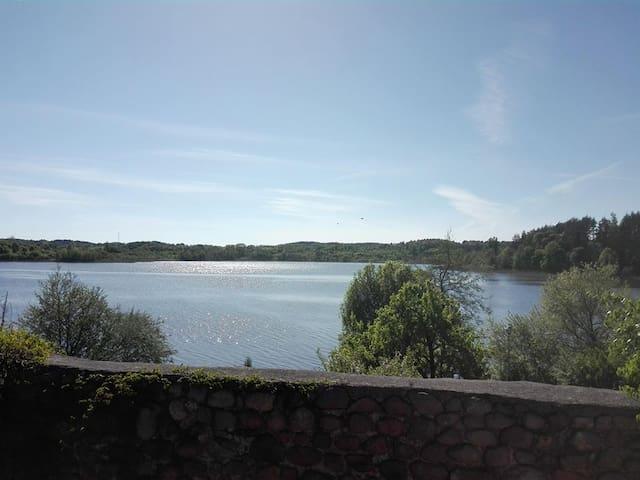 Pokoje nad jeziorem do wynajęcia, Dąbrówno, Mazury