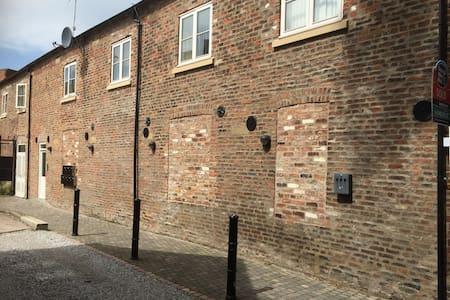 Modern Beverley town centre flat - Beverley