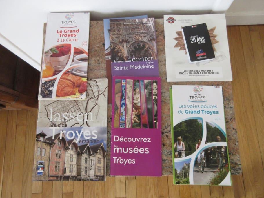 Informations touristiques en français et certaines en anglais et allemand