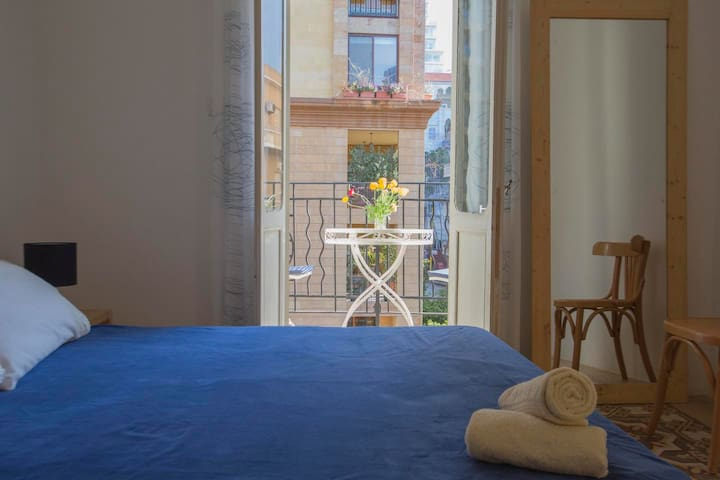 Beirut Guesthouse - Blue Room