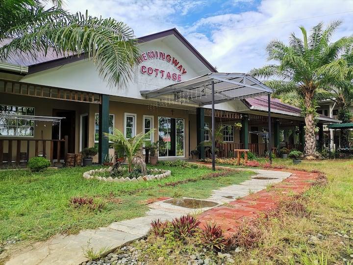 Jumbo triple,bungalow hotel,private toilet&balcony