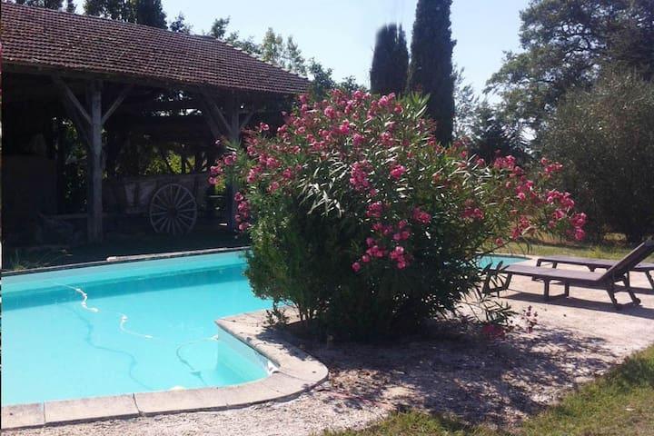 Gîte 6 pers, avec piscine dans ancienne ferme. - Beaumont - Hus