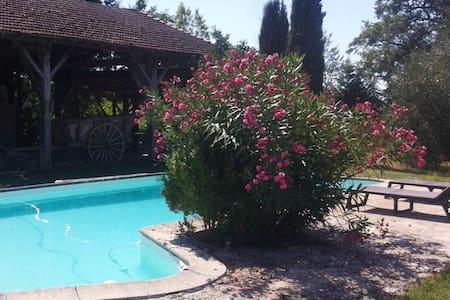 Gîte 6 pers, avec piscine dans ancienne ferme. - Beaumont