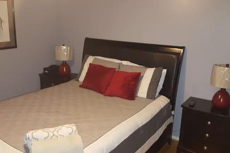 Cozy Room in Metro Detroit Suburb - Farmington Hills - Haus