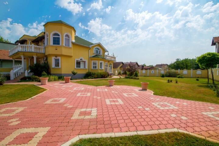 Luxury Villa Lara with outdoor Jacuzzi