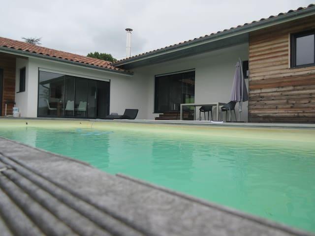 Maison à la campagne - Amendeuix-Oneix
