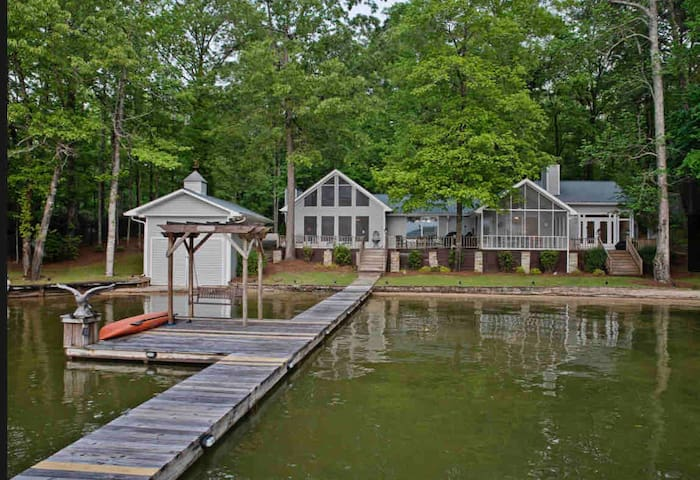 *NEW* LARGE FAMILY VACATION HOME- ON LAKE MARTIN
