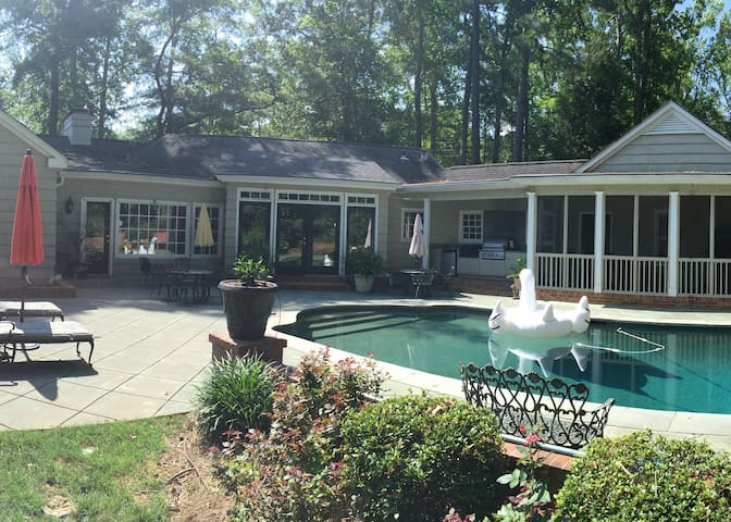 Downtown retreat with heated pool - Newnan - Dom