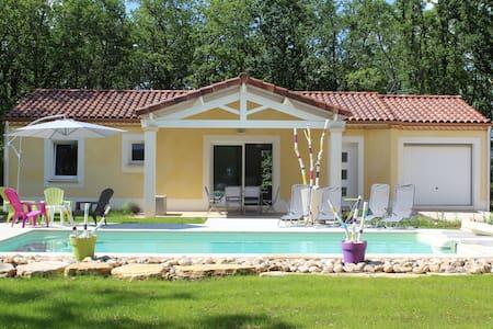 Gite NEUF dans le LOT avec piscine privative - GINDOU