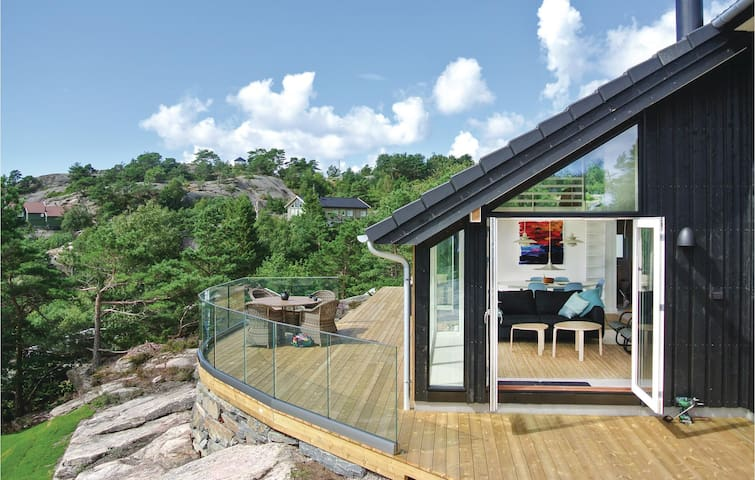 Holiday cottage with 4 bedrooms on 87 m² in Søgne