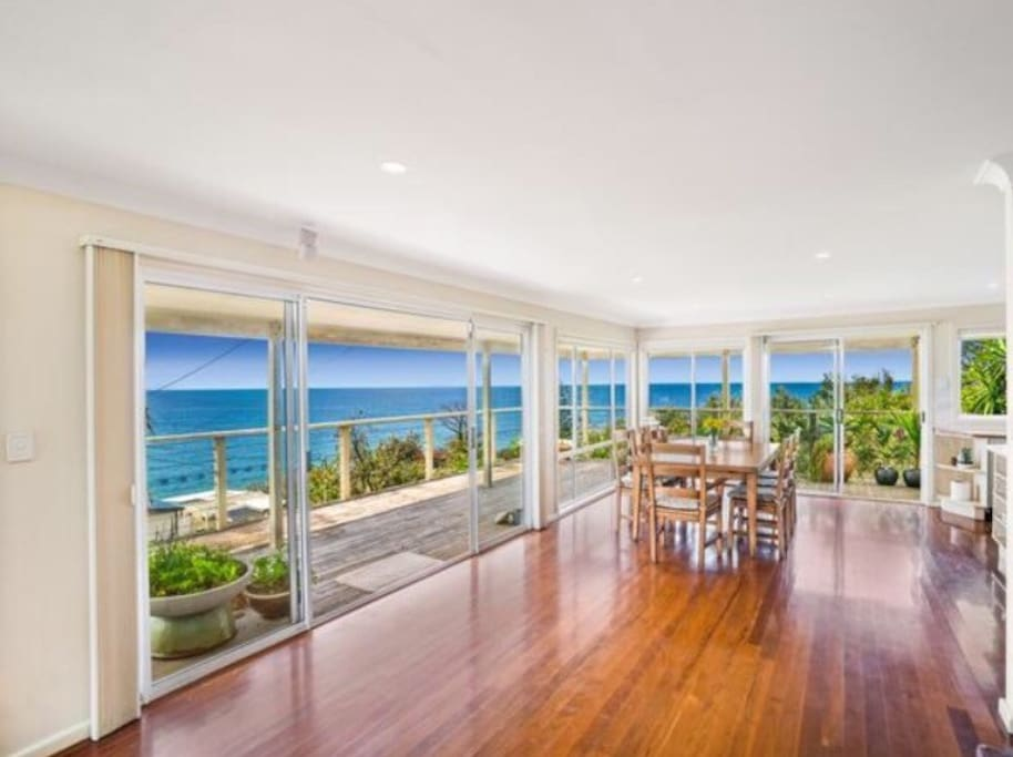 270 degree ocean views with loads of natural light