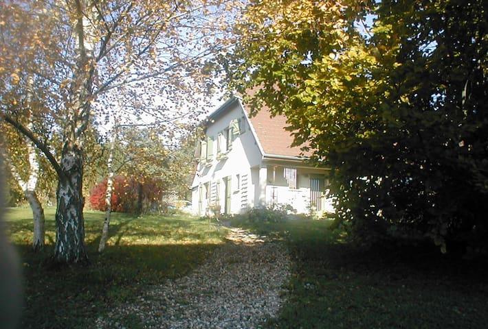 Chambres indépendantes sur une propriété bucolique - Darbonnay - Casa