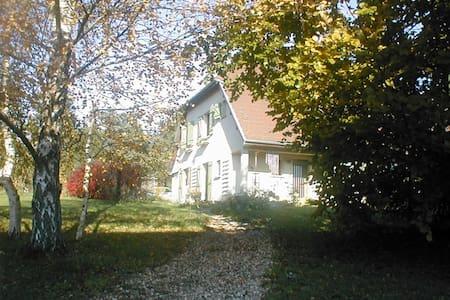 Chambres indépendantes sur une propriété bucolique - Darbonnay - House