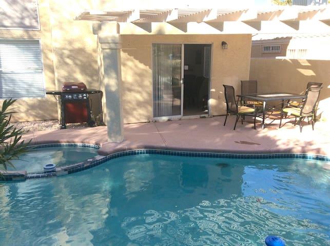 Amazing 3 bd House w/Pool BBQ - ลาสเวกัส - บ้าน