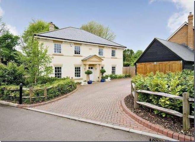 Saracen House village home near Thruxton - Hampshire - Casa