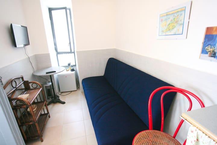 La stanza di Maria Caterina. Napoli - Naples - House