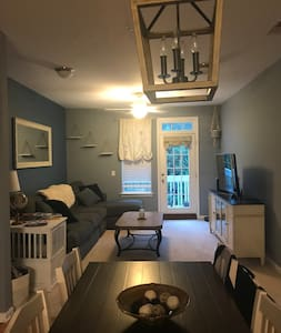 RNC Available Condo 2 miles from Spectrum Center
