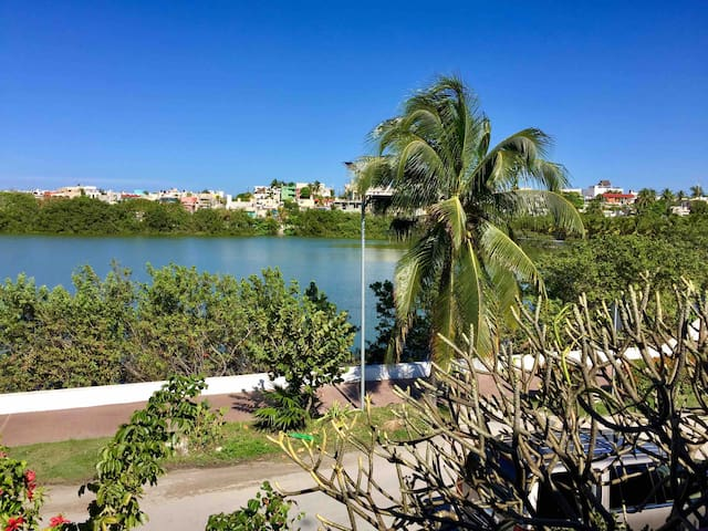 Renovated 1 BDRM Apartment, Sun Roof & Lagoon View