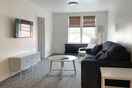 Renovated 1-Bedroom Downtown