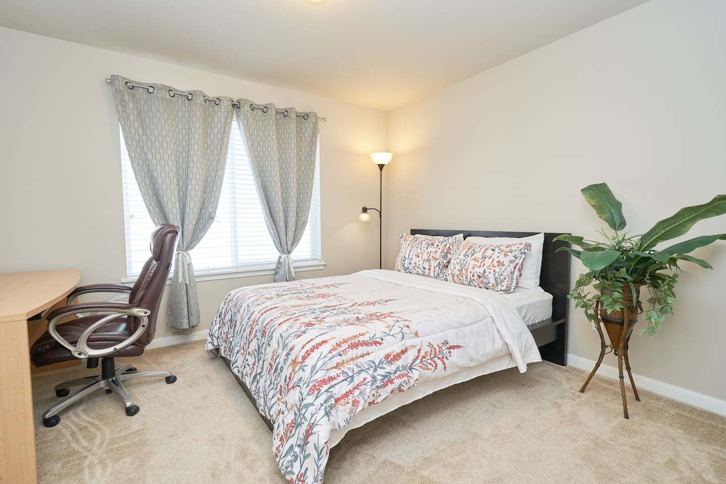 Spacious room with queen bed and a workstation
