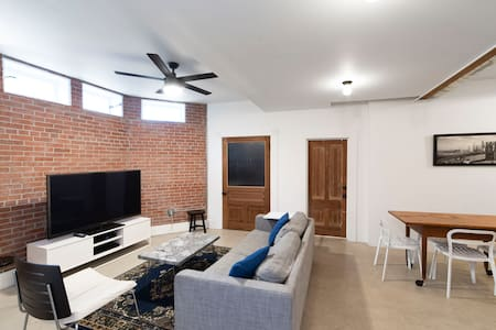 Amazing + Renovated + Huge 1 Bedroom in Echo Park!