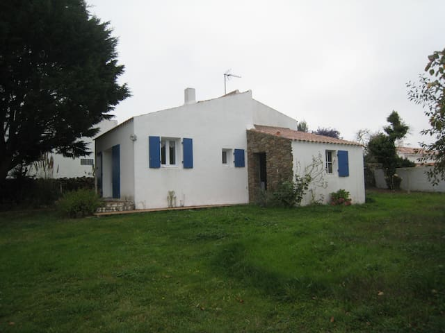 A lovely cottage and its orchard - Île d'Yeu - Casa