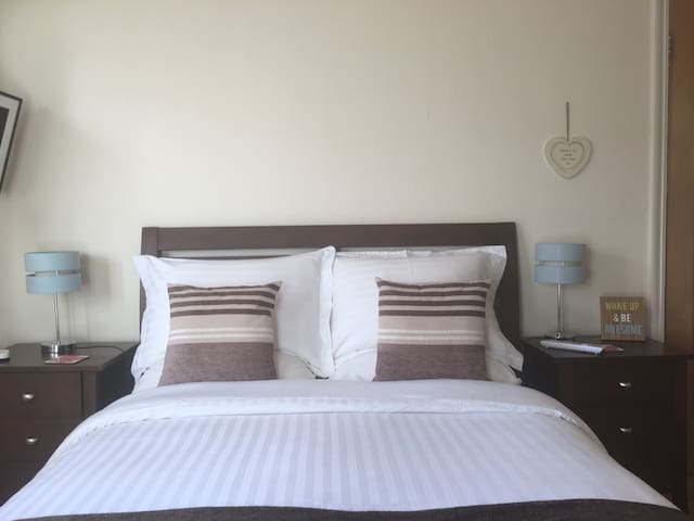 Cosy double room. Breakfast/sky tv - Preston