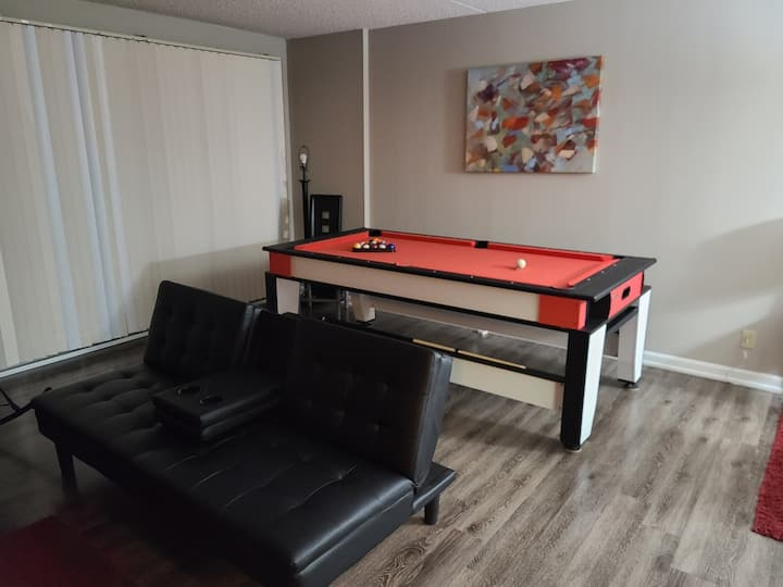 Penthouse w/ View & Pool Table - Next to Ren Cen!