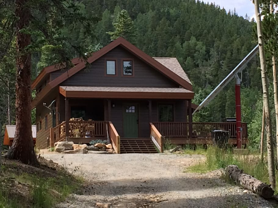 View of the cabin from Driveway
