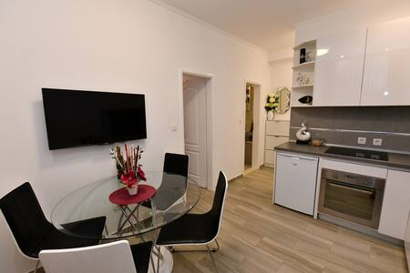 Superb apartment Cecilija! SINJ old town center!