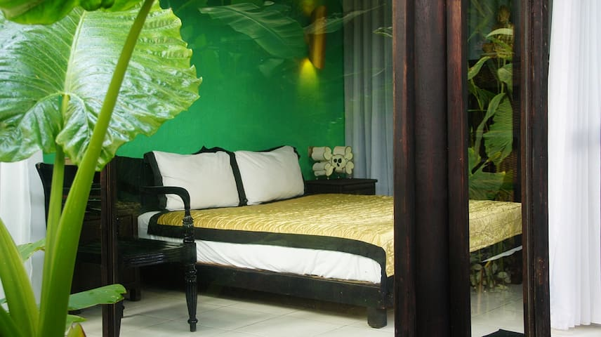 Voyager Canggu - Tambora Suite - North Kuta - Bed & Breakfast
