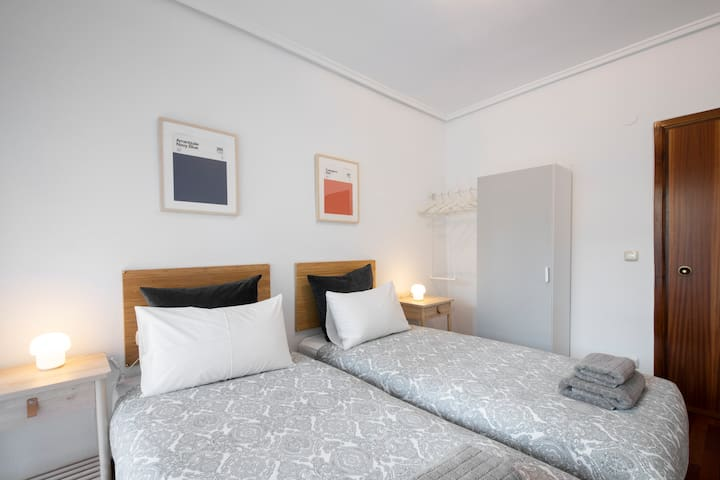 COMFORTABLE APARTMENT+GREAT LOCATION+PARKING
