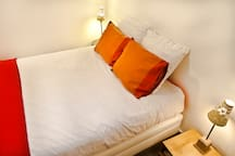 Comfy Hotel-Quality 160x200 bed with quality linen