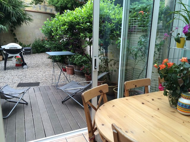 Chambre agréable & petit-déj ,  Bordeaux centre