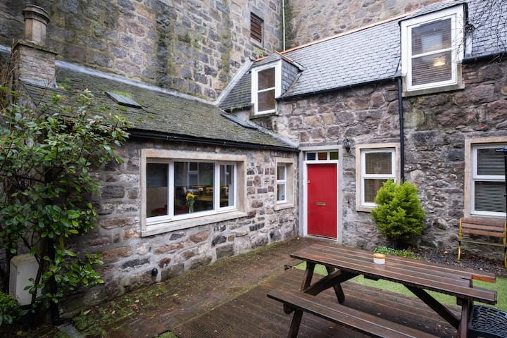 3 Bedroom • City Centre • Cottage • Private Garden