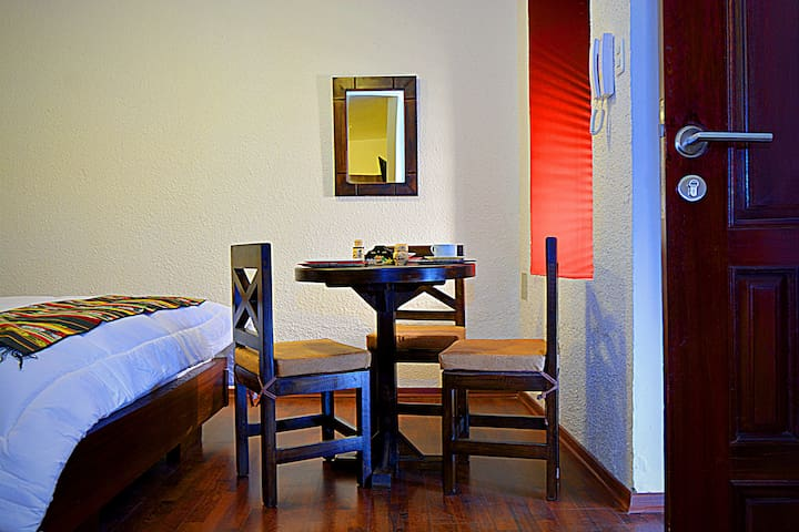 Spacious Suite near La Ronda w/ breakfast