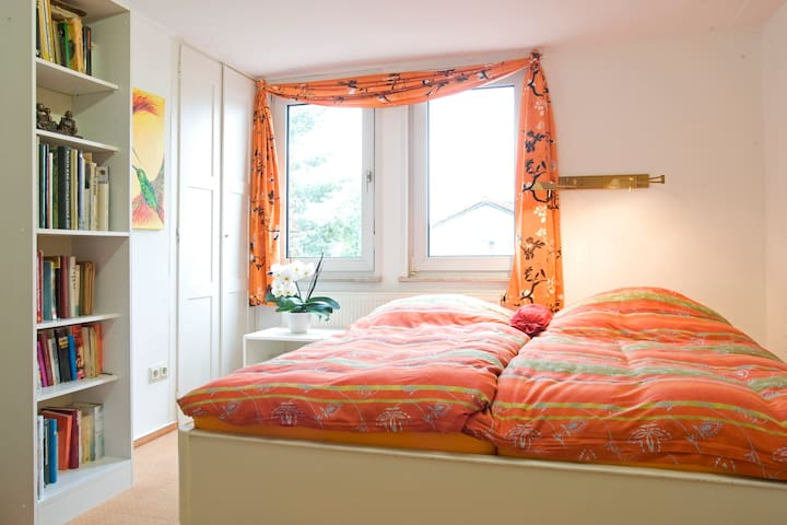 Cozy rooms, 11 min to Frankfurt Messe fair - Frankfurt - House