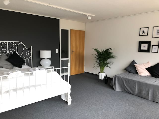 Comfortable Apartment Top Location 18min to Zurich
