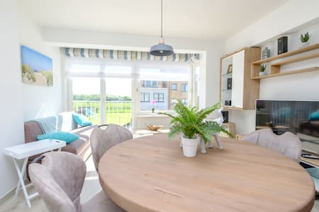 Vernieuwd appartement aan kust te Oostende