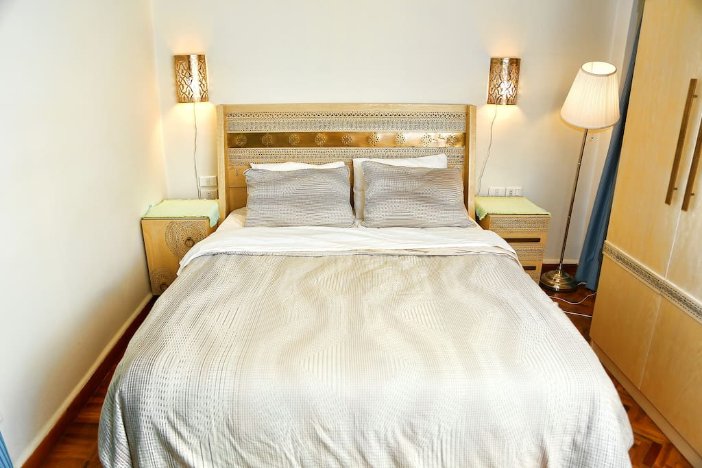 Main Bedroom: Features a comfortable queen-size bed