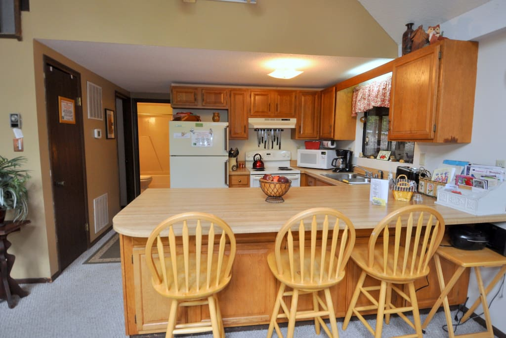 Enjoy a meal in this fully equipped Kitchen!
