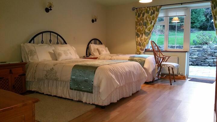 Hillcrest Farmhouse (Bioran Room - West Wing)